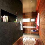 banheiro com piso de madeira e chuveiro de teto