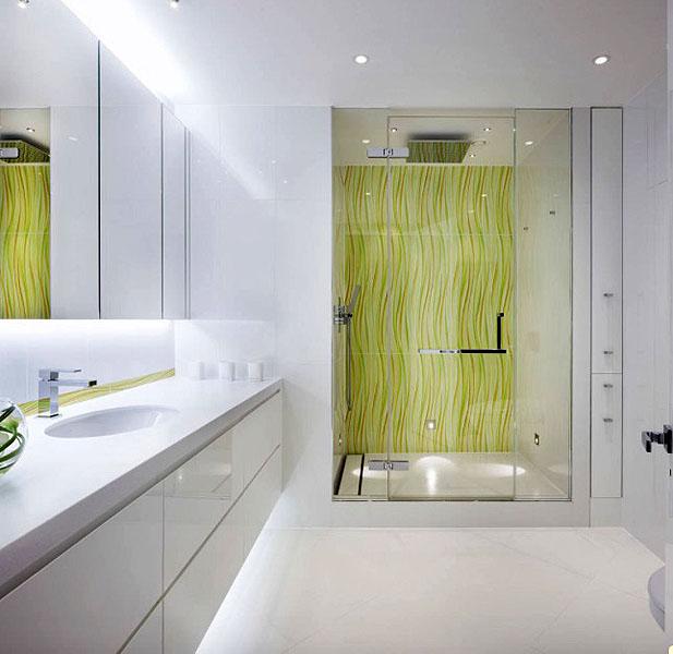banheiro com cores fortes